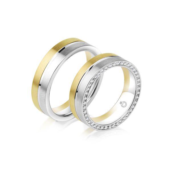 Jeder Ehering wird nach Ihren Wünschen hergestellt. Konfigurieren Sie Ihr Trauring-Paar individuell nach Farbe, Legierung, Steinbesatz und Gravur.